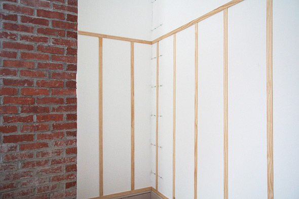 The lattice applied to the bedroom walls